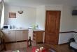 Кухонный уголок и вход в душ